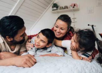 Американская семья из 4 человек получит 5600 долларов помощи