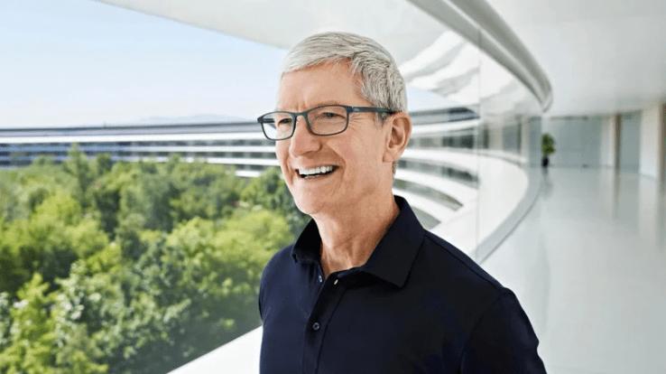 Тим Кук - генеральный директор Apple на весеннем мероприятии компании